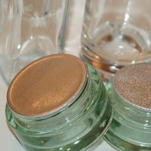 opercules base alu scellés des pots en verre traité